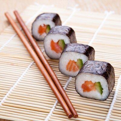 Fototapeta Pyszne świeże sushi na macie
