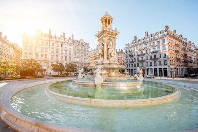 Fototapeta Rano widok na placu Jacobins i pi? Knej fontanny w mie? Cie Lyon, Francja