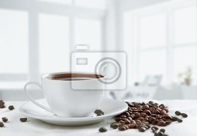 rano z filiżanką kawy