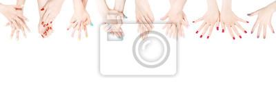 Fototapeta Ręce z kolorowym lakierem do paznokci w rzędzie