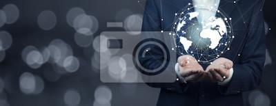 Fototapeta ręka mężczyzny gospodarstwa wirtualnej kuli globu
