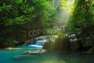 Fototapeta Relaksujący widok Erawan wodospadem, Erawan National Park