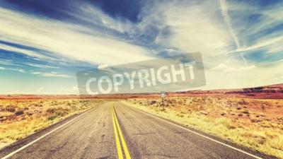 Fototapeta Retro stary styl filmowej nieograniczone kraju autostrada w USA, koncepcja podróży przygody.