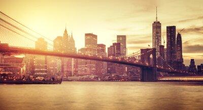 Fototapeta Retro stylizowane Manhattan na zachodzie słońca, New York, USA.