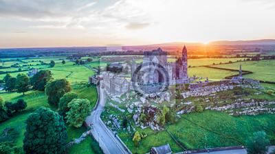 Fototapeta Rock of Cashel zamek, Co. Tipperary, Irlandia Rock of Cashel jest najczęściej odwiedzanym dziedzictwem w Irlandii