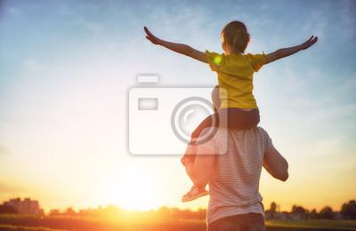 Fototapeta rodzina o zachodzie słońca