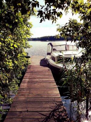 Fototapeta Romantischer Blick auf den See mit Boot