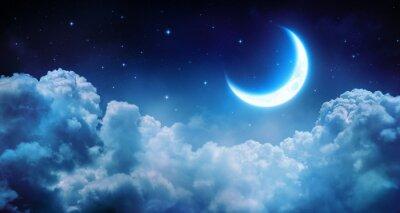 Fototapeta Romantyczny Księżyc W Gwiaździsta noc nad Clouds