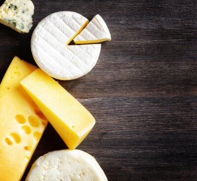 Fototapeta Różne rodzaje sera na desce