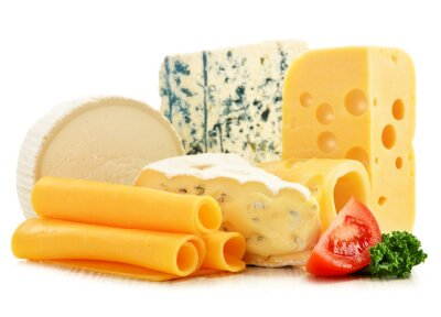 Fototapeta Różne rodzaje serów na białym tle