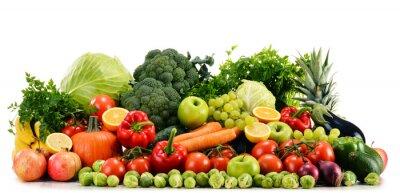 Fototapeta Różne surowe warzywa organiczne na białym