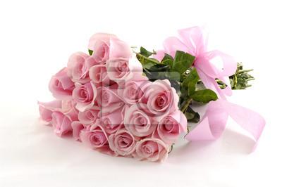 Różowa róża walentynki lub wiązanka ślubna na białym tle