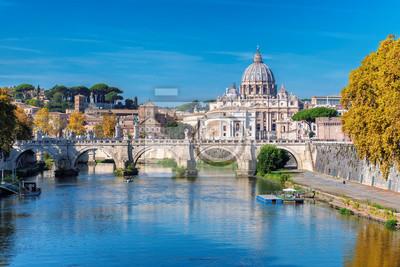 Fototapeta Rzym linia horyzontu z Watykan St Peter bazyliką przy pogodnym jesień dniem, Rzym Włochy.