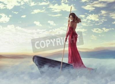 Fototapeta Sam inteligentna kobieta brodzik w chmurach