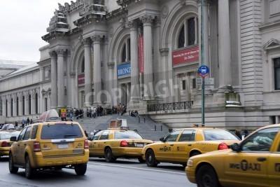 Fototapeta Samochody taksówek przed Metropolitan Museum w Nowym Jorku
