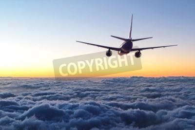 Fototapeta Samolot odlatuje na niebie