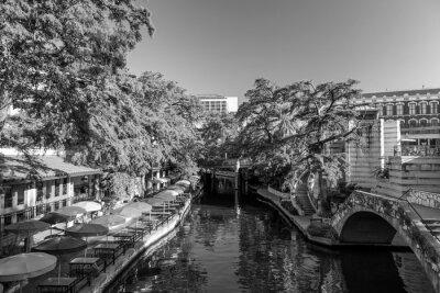 Fototapeta San Antonio, Teksas, USA - 27 września: Sekcja słynnej nabrzeżu w dniu 27 września 2014 roku San Antonio w Teksasie. Tętniące życiem miejsce z wielu restauracji i barów.