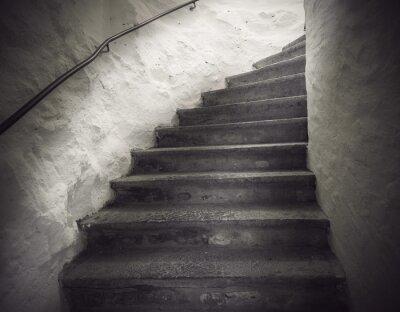 Fototapeta schody z upiorny światło