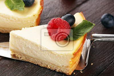 Sernik domowej roboty z świeżych malin i mięty na deser - sernik zdrowe ciasto lato deser organiczny. Waniliowy Sernik