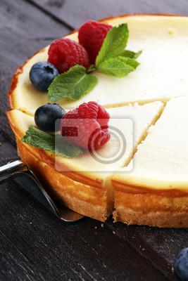 Sernik domowej roboty ze świeżych malin i mięty na deser - sernik zdrowe ciasto lato deser organiczny. Waniliowy Sernik