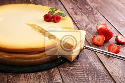 Sernik domowej roboty ze świeżych truskawek i mięty na deser - zdrowy organiczny deser czekoladowy deserowy sera. Tort Waniliowy Sera.