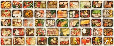 Fototapeta Set bierze oddalonych jedzenie pudełka przy białym tłem