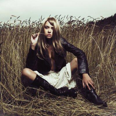 Fototapeta Sexy blondynka w pszenicy