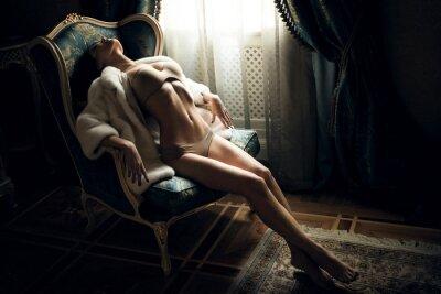 Fototapeta Sexy dziewczyna na krześle