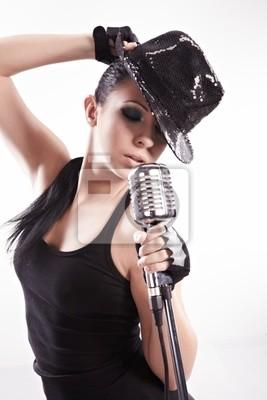 Fototapeta Sexy dziewczyna śpiewa wokalista i taniec