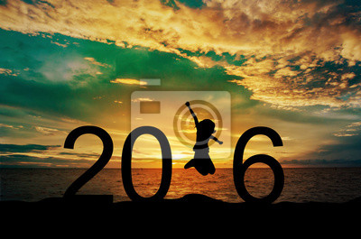 Fototapeta Silhouette młoda kobieta skoki na morzu i 2016 roku przy okazji nowego roku