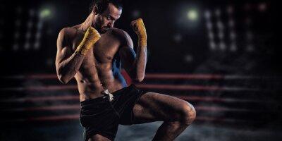 Fototapeta Silne mięśni bokser w czerwonym rękawice bokserskie. Mężczyzna w boksie