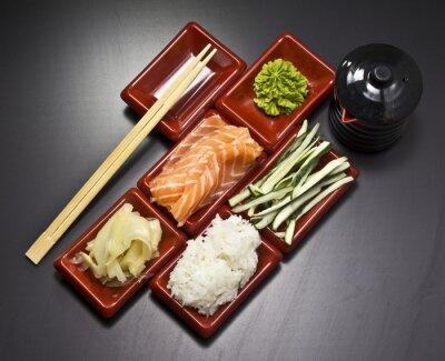 Fototapeta Składniki do sushi: plasterki ogórek ryż łosoś