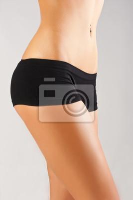 Slim opalone ciało kobiety.