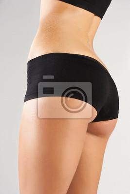 Slim opalony ciało kobiety.