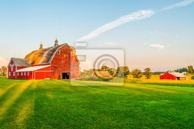 Fototapeta Słońce zaczyna się ustawiać na farmie w Minnesocie