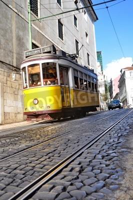 Fototapeta Słynny tramwaj linii 28 w Lizbona, Portugalia
