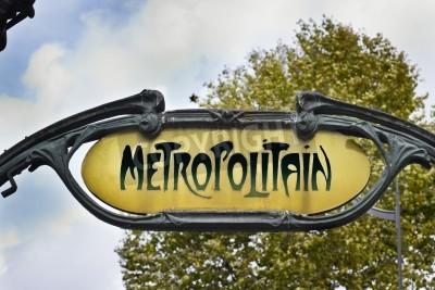 Fototapeta Słynny znak secesyjny dla systemu podziemnego Metropolitain w Paryżu