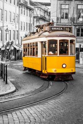Fototapeta Słynny żółty 28 tramwajów z Lizbony w Portugalii