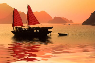 Fototapeta Śmieci w d'Halong Bay sunset - Vietnam
