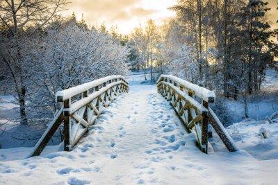 Fototapeta Snowy, drewniany most w zimowy dzień. Stare Juchy, Polska