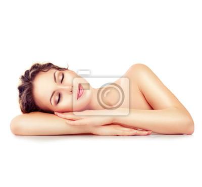 Spa dziewczynka. Snu lub odpoczynku żeński samodzielnie na białym tle