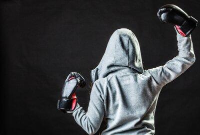 Fototapeta Sport Bokser kobieta w czarnym rękawice bokserskie