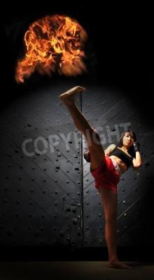 Fototapeta Sportowy Kobieta azjatyckich Praktykowanie Muay Thai