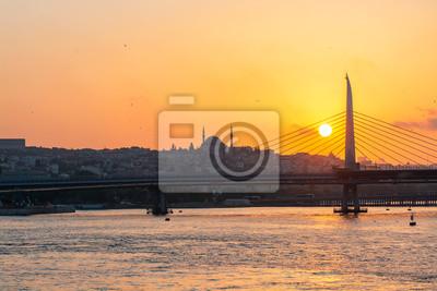 Stambuł o zachodzie słońca, panoramiczny widok na meczet Sulejmana Wspaniałego