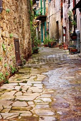 Fototapeta Stare aleja wąska w wiosce toskańskie - antyczny włoski lane - Toskania, Włochy