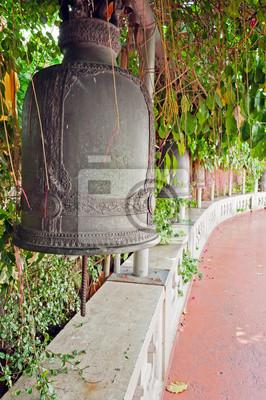 Stare dzwony na Złotej górskiej świątyni w Bangkoku