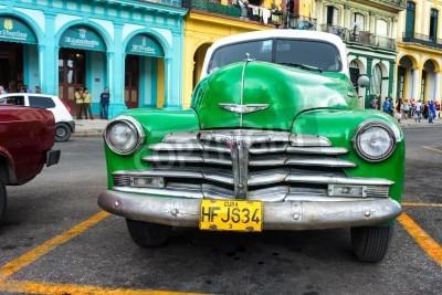 Fototapeta Stare klasyczne Chevrolet w Hawanie Tysiące tych zabytkowych samochodów są nadal w użyciu na Kubie i stały się ikoną widok i znany na całym świecie atrakcją