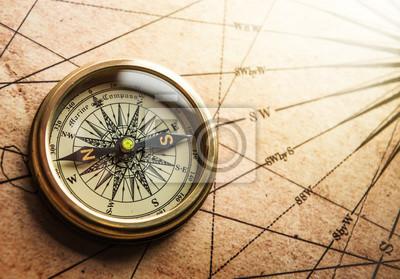 Stare Kompas na mapie rocznika. Retro nieświeże.