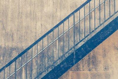 Fototapeta Stare metalowe schody na zewnątrz w starym budynku