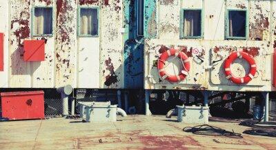 Fototapeta Stare zardzewiałe przemysł białe nadbudówki statku